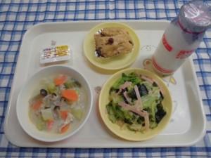食パン・はちみつ&マーガリン・豆乳スープ・カレードレッシングサラダ ≪おやつ≫ 牛乳・黒糖むしパン