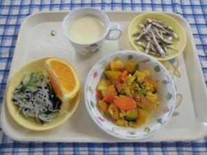 かぼちゃのそぼろ煮・酢のもの・オレンジ ≪おやつ≫ 手作りのむヨーグルト・食べる煮干し